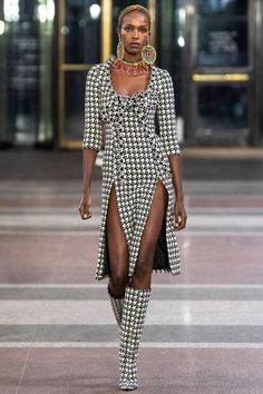 Area Fall 2019 Runway Pictures Area at New York Fashion Week Fall 2019 - Runway Photos<br> Area at New York Fashion Week Fall 2019 - Runway Photos Outfit Essentials, Older Women Fashion, Womens Fashion Online, New York Fashion, New Yorker Street Style, Street Style Women, Street Styles, Fashion Dresses, Fashion Pants