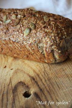Mat for sjelen …: Lavt karbo grovt brød … – Oppskrifters Gluten Free Recipes, Low Carb Recipes, Bread Recipes, Healthy Recipes, Healthy Food, Our Daily Bread, Bread Rolls, Lchf, Bread Baking