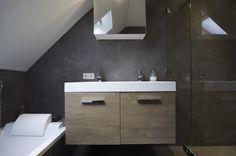Microcement kan worden toegepast in natte ruimtes, microcement als badkamervloer (naadloos) of microcement op alle wanden in uw badkamer? Een naadloze microcement vloer als badkamerwand is dus uitstekend toe te passen!  In onze showroom in Arnhem presenteren wij microcement producten voor uw woonvloer, badkamer/toilet of als kantoor/showroom of winkelvloer. Een levendige natuurlijke gietvloer is het eindresultaat als u kiest voor een microcementvloer, makkelijk te onderhouden én naadloos!
