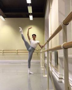 Take Better Travel Photos Male Ballet Dancers, Ballet Boys, Dance Choreography, Dance Moves, Acro Dance, Flexibility Dance, Gymnastics Videos, Ballet Photos, Ballet Photography