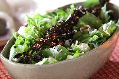佃煮昆布もサラダのトッピングのひとつに!水菜と佃煮昆布の和風サラダ[和食/サラダ・おひたし]2008.10.20公開のレシピです。