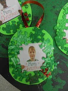 Puzzle piece ornament by Jen at The Teachers' Cauldron Preschool Christmas Crafts, Christmas Activities, Preschool Crafts, Christmas Themes, Holiday Crafts, Puzzle Piece Crafts, Puzzle Pieces, Noel Christmas, Christmas Ornaments
