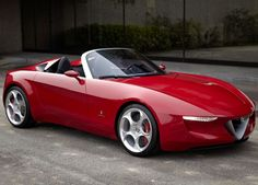 A Alfa Romeo planeja fabricar um roadster compacto, para disputar com o famoso Mazda MX-5. A base do novo carro deverá ser o <b>2uettottanta Concept</b>, projeto apresentado em 2010. A mecânica deverá ser a mesma do hatch Giulietta, um 1,7 litro turbo que rende 235 cavalos.