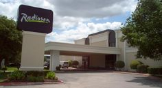 Radisson Hotel North Fort Worth Fossil Creek Fort Worth Conveniently located off Interstate 35, this Fort Worth hotel is 8 km from the historic Stockyards entertainment district and features a heated swimming pool, a nightclub and free WiFi.