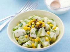 Kartoffelsalat mit Gurke und Mais ist ein Rezept mit frischen Zutaten aus der Kategorie Kartoffelsalat. Probieren Sie dieses und weitere Rezepte von EAT SMARTER!