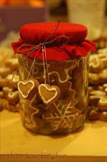 Mézeskalács ajándék Merry Little Christmas, Winter Christmas, Christmas Time, Santa Gifts, Xmas Gifts, Baking Packaging, Diy Presents, Christmas Inspiration, Christmas Projects