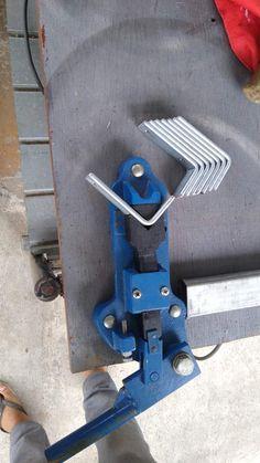 Metal Bending Tools, Metal Working Tools, Metal Tools, Metal Workshop, Diy Workshop, Metal Projects, Welding Projects, Cool Tools, Diy Tools