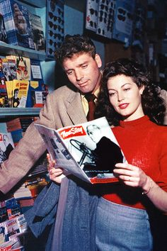 Ava Gardner and Burt Lancaster in a publicity photo for THE KILLERS (1946)