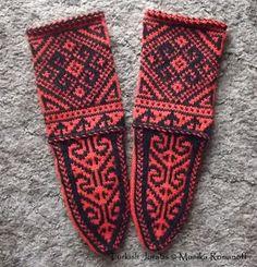 Historic Crafts: Jorabs – Ethnic Socks that travel the globe. Not nalbinding but related. Wool Socks, Knitting Socks, Baby Knitting, Mitten Gloves, Mittens, Ravelry, Knitting Patterns, Crochet Patterns, Turkish Pattern