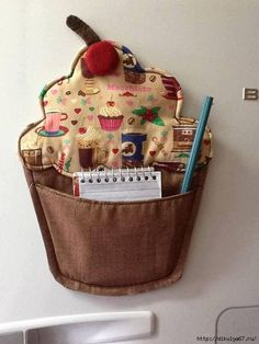 Can't read them, but no need, you can get the idea from the image of the Cupcake Noteholder. Felt Crafts, Fabric Crafts, Kids Crafts, Sewing Crafts, Diy And Crafts, Sewing Projects, Projects To Try, Mug Rugs, Sewing Hacks