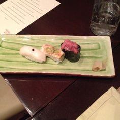 Niguiri sushi - Pequeñas porciones de arroz con pescados variados. El de langostino con ese ajito por encima estaba de fábula.