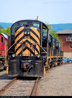 RailPictures.Net Photo: DL 4118 Delaware Lackawanna Alco RS3 at Scranton, Pennsylvania by Chris J. Allen