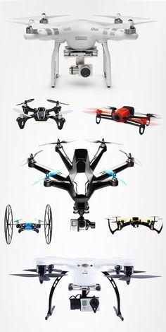 Destacado: el dron central plateado utiliza poligonos para definir su chasis.