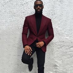 What Are The Looks One Can Achieve With A Burgundy Blazer is part of Suit fashion - Burgundy suit might seem like a big commitment so you can always opt for a Burgundy Blazer or suit jacket instead Here are the looks you can opt for Maroon Blazer, Maroon Suit, Mens Burgundy Blazer, Maroon Tuxedo, Red Burgundy, Mens Fashion Suits, Mens Suits, Black Men In Suits, Mode Swag