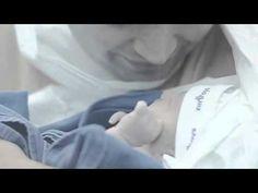 Johnson's Baby registrou direto da maternidade o emocionante nascimento da Valentina, filha do Bruno. Esta é uma homenagem de Johnson's Baby para o dia dos pais. Campanha da DM9.