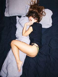 Unruhiger Schlaf ist mit dem Schlafspray von Essential Elements passé! 21 ätherische Öle wirken beruhigend auf Körper