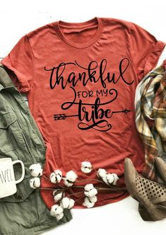 Be Thankful Leopard Printed Turkey T-Shirt Tee - Brilliant Orange - Fairyseason - The most beautiful children's fashion products Fall Shirts, Mom Shirts, Cute Shirts, T Shirts For Women, Look Girl, Thanksgiving Outfit, Thanksgiving Celebration, Thanksgiving Ideas, Vinyl Shirts