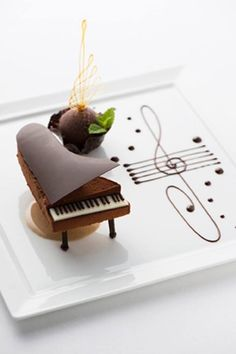 """Piano classroom rules ㄧ: """"No"""" can eat when playing the piano. Let& change the piano .-鋼琴教室規則ㄧ:彈鋼琴時""""不""""能吃東西。 我們就把鋼琴變… Piano classroom rules ㄧ: """"No"""" can eat when playing the piano. Let& turn the piano into food ! Fancy Desserts, Köstliche Desserts, Plated Desserts, Chocolate Desserts, Delicious Desserts, Chocolate Decorations, Dessert Recipes, Bolo Musical, Cupcake Cakes"""