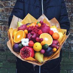 New Fruit Basket Arrangement Gift Ideas Ideas Fruit Appetizers, Fruit Snacks, Fruit Smoothies, Vegetable Bouquet, Food Bouquet, Dressing For Fruit Salad, Edible Bouquets, Quick Vegetarian Meals, Fruit Shop