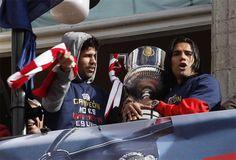 El Atlético de Madrid celebra en las calles de la capital su décima Copa del Rey, conquistada después de ganar a su eterno rival por vez primera tras 14 años.