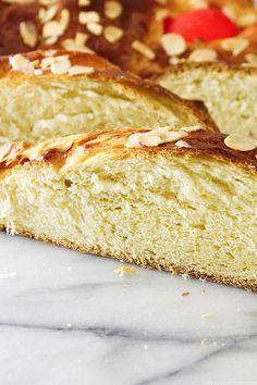 Greek Easter Bread (Tsoureki) - Savor the Best Greek Easter Bread, Easter Bread Recipe, Easter Recipes, Appetizer Recipes, Dessert Recipes, Greek Sweet Bread Recipe, Cake Recipes, Appetizers, Easter Desserts