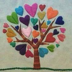 Arbol de corazones bordado