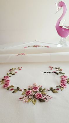 Hand Embroidery Projects, Hand Embroidery Videos, Hand Embroidery Flowers, Embroidery On Clothes, Embroidery Monogram, Hand Embroidery Designs, Embroidery Techniques, Ribbon Embroidery, Embroidery Patterns