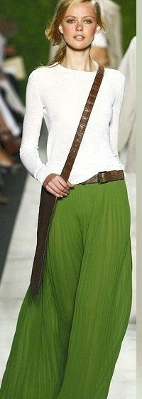 Maxi skirt outfit.. LOVE this green!!