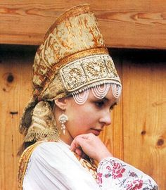 """A """"crown"""", replica. Archangel region, Made by Tatiana Val'kova Russian Traditional Dress, Traditional Dresses, Russian Style, Folk Costume, Costumes, Foto Fantasy, Siberia, Russian Culture, Another Love"""