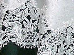 Detail of the German Sara pattern.
