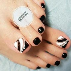 Over 50 Incredible Toe Nail Designs for Your Perfect Feet Toe Nail Art Pretty Toe Nails, Cute Toe Nails, Fancy Nails, Diy Nails, Black Toe Nails, Black White Nails, White Toes, Stiletto Nails, Toe Nail Color