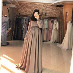 Цена:5800 Ткань:абайный шелк Batik Fashion, Abaya Fashion, Muslim Fashion, Skirt Fashion, Fashion Outfits, Muslim Dress, Muslim Wedding Dresses, Dress Wedding, Hijabi Gowns