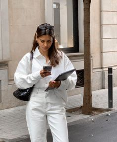 Looks Street Style, Street Style Trends, Look Fashion, Timeless Fashion, Fashion Outfits, Yves Saint Laurent, Parisian Chic Style, Trendy Summer Outfits, Unisex