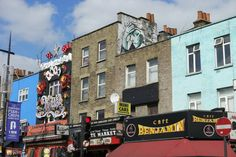 Street Art in Camdon Town in London vom Künstler Penao. Ansprechende urbane Kunst und Streetart in London. Schaut doch mal rein, lasst euch inspirieren und geht auf Entdeckungstour: http://www.fotos-fuers-leben.ch/fotokurs/street-art-fotografie/street-art-tour-london/