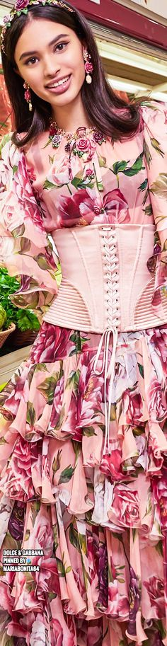 Dolce & Gabbana Rose Dress, Flower Dresses, Dolce And Gabbana 2016, Italian Fashion Designers, Floral Fashion, Fashion Details, Couture Fashion, How To Look Pretty, Head Pieces