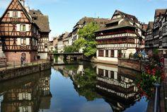 Alsazia, Strasburgo, la Città antica che si estende sull'Isola formata dalle due sponde dell'Ill, Strasbourg Grande-Ile e che è classificata tra il Patrimonio Mondiale dell'UNESCO... Bontourism®, Tutta l'Arte del Viaggio