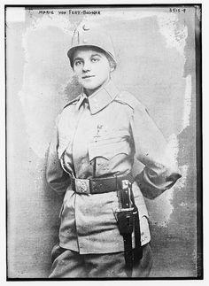 Hazel Carter, a coupé ses cheveux et a combattu à côté de son mari dans la Première Guerre mondiale, a été renvoyé à la maison et elle est morte de la grippe