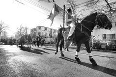 Cu ocazia Crãciunului tradiţiile populare din România plonjeazã ȋntr-un mitic ȋmpotriva uitãrii istorice, ȋn care se amestecã bucuria renaşterii cu o serie de totemuri şi ritualuri silvestre.   Christmas brings Romanian popular traditions that plunge in mythical songs and dances against the historical forgetfulness, in which the joy of rebirth with a series of […] Romania, Bring It On, Joy, Horses, Culture, Dance, Songs, Popular, Christmas