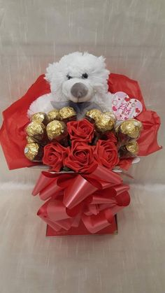 Valentines Day Baskets, Cute Valentines Day Gifts, Valentine Crafts, Valentine's Day Gift Baskets, Gift Hampers, Diy Valentine's Day Decorations, Valentines Day Decorations, Milk Shakes, Luxury Chocolate