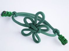 "How to Make a Fleur-De-Lis Paracord/Macrame Friendship Bracelet- Knot by ""TIAT"" - YouTube"