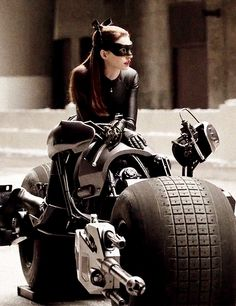 anne hathaway as catwoman in the Dark Knight Rises
