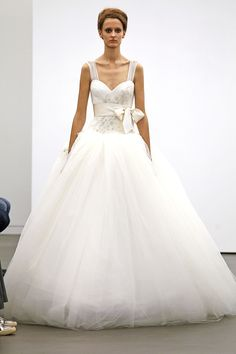 Vera Wang Fall 2013 Bridal Collection Features Classic Ivory, Lace Gowns (PHOTOS)