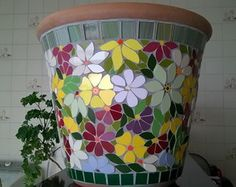 Vase mosaic                                                                                                                                                                                 Mais