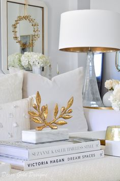 How to Layer Your Home Accessories coffeetable decor livingroom decoratingideas 48202658496657013 Decoration Bedroom, Decoration Design, Diy Home Decor, Gold Home Decor, Neutral Sofa, Neutral Pillows, Neutral Palette, Gold Home Accessories, Decorative Accessories