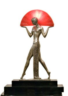 THIS VERY ELEGANT ART DECO SCULPTURE DEPICTS A 1920'S LADY