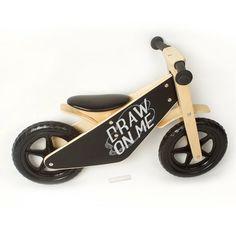 www.Grattify.com Ideale eerste fiets met een schoolbord afwerking die in staat van de creatieve expressie om te personaliseren van de Loopfiets om uw kleintjes te voeden is smaak! Deze eenvoudige schoolbord fiets is perfect voor kleine renners om hun vaardigheden te ontwikkelen. Het komt