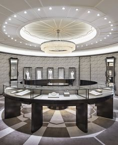 High End Retail Portable Jewelry Showcases Jewellery Shop Design, Store Fixtures, Jewelry Showcases, Store Displays, Shop Interior Design, Display Design, Jewelry Stores, Jewelry Shop, Commercial Interiors
