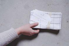 Grid print napkin