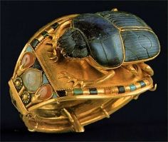 Bracelet of Tutankhamun with Scarab. Gold, Lapiz Lazuli, carnelian, turquoise, quartzite. New Kingdom: 18TH Dynasty: TUTANKHAMUN/NEBKHEPERURE.