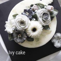 #거베라 Glossy Butter Cream✨ . . . #buttercreamflower #koreanbuttercreamflowers #flowercake #cakestagram #cake #koreancake #koreanbutterflowercake #cakedecorating #dessert #baking #weddingcake #bakingclass #花蛋糕 #料理 #플라워케이크#koreanbuttercream #buttercream #koreanflowercakeclass #butterflowercake #koreanflowercake